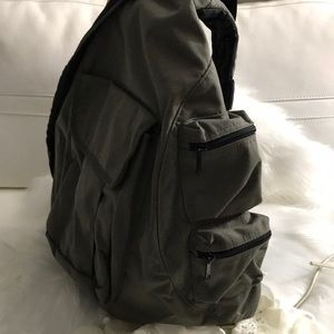 GAP LARGE MILITARY GREEN BACKPACK